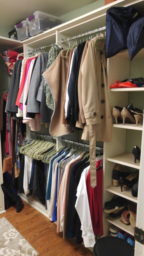 organize a closet efficiently