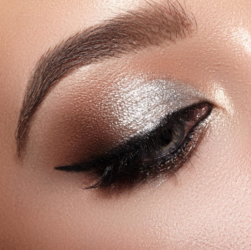 How to do thick winged eyeliner