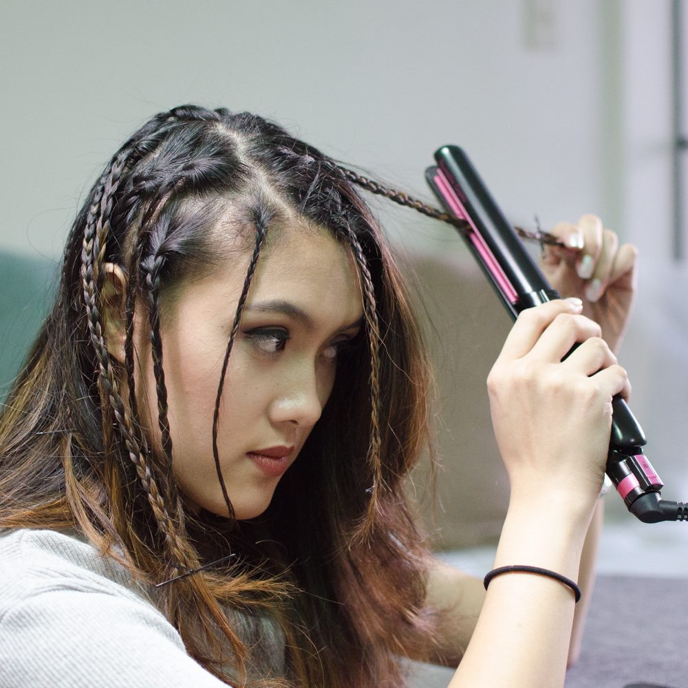 How to crimp hair with a straightener
