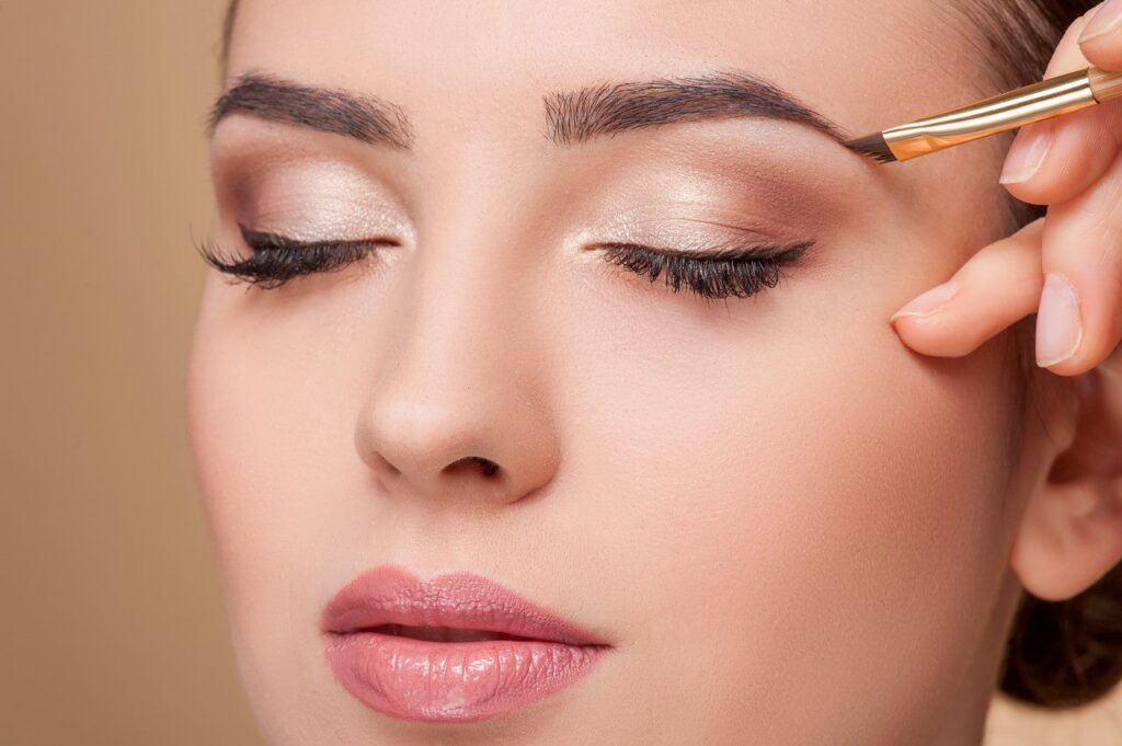 How to pluck your eyebrows and keep a good shape