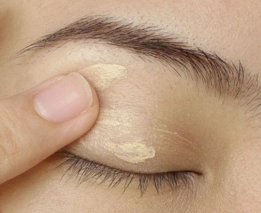 How to prevent eyeshadow from fading