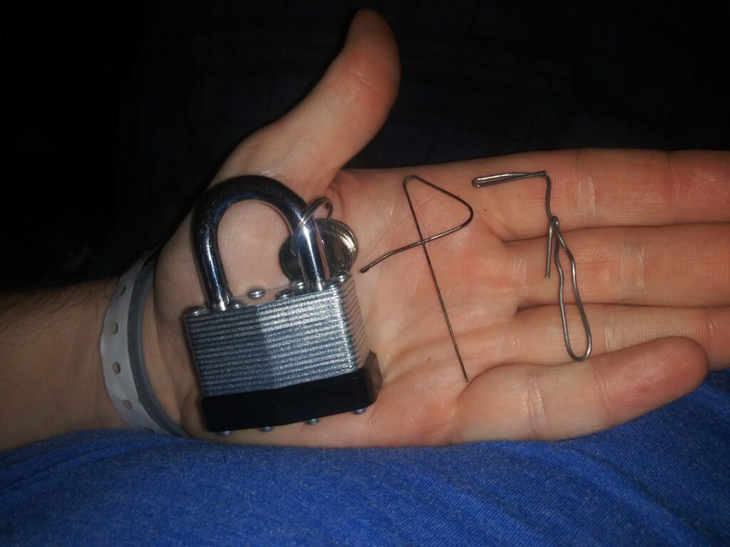 How to pick a lock with one paperclip